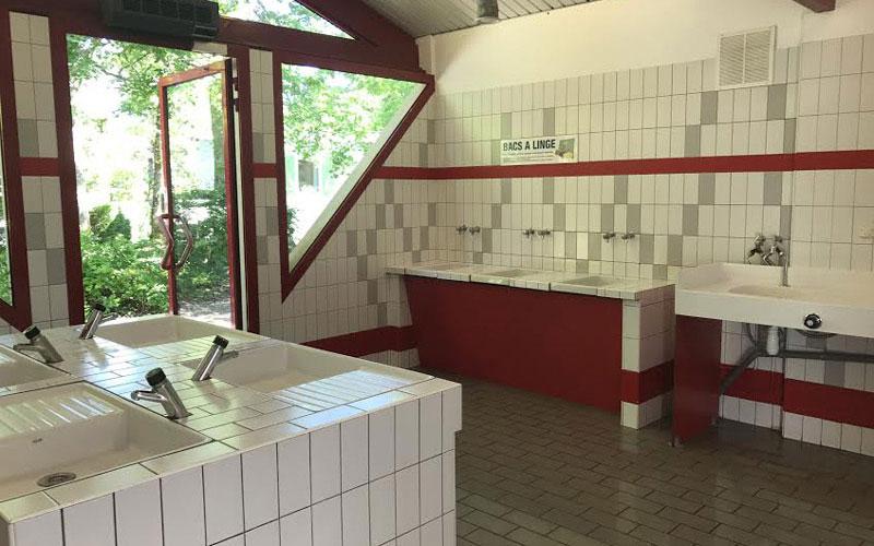 Lou Broustaricq : Sanitaire du camping Sanguinet
